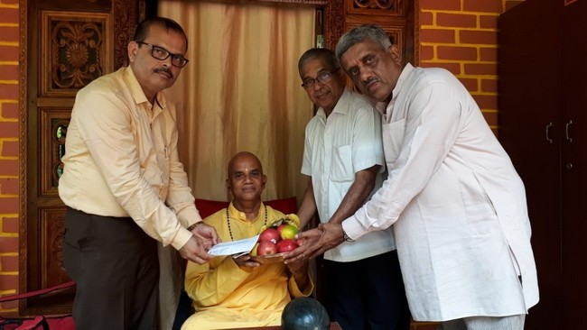Ravi S. Devadiga donates Rs.50,000 to Chinmaya Mission, Sural