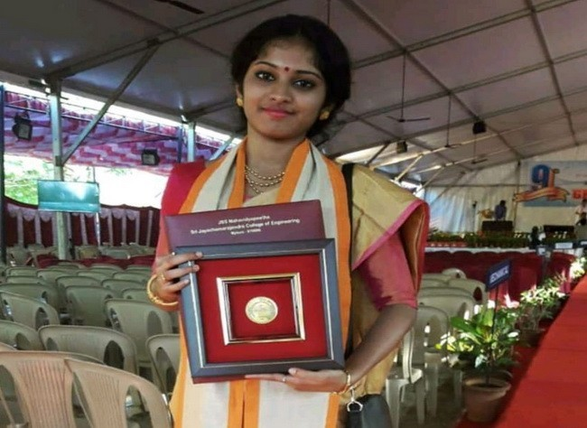 Miss Anusha Vaishnavi, bags Gold Medal for being the Topper in her Graduation!