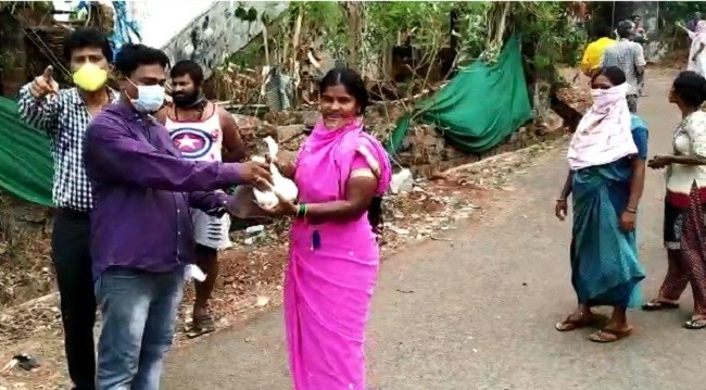 Udupi: Harish Devadiga distributes Grocery to needy amidst Lockdown